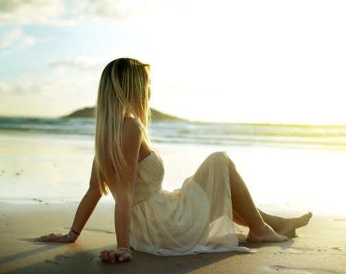 Lonely-woman-at-beach-miss-you